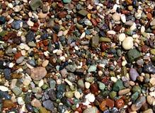 在岸的海洋岩石 免版税库存图片