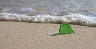 在岸的海玻璃 库存照片
