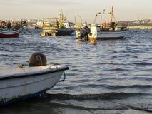 在岸的渔船 免版税图库摄影