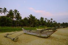 在岸的渔船 库存图片