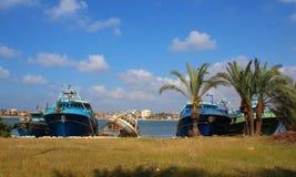 在岸的船 免版税图库摄影