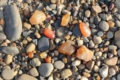 在岸的色的石头 库存图片