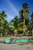 在岸的菲律宾泵浦小船 免版税图库摄影