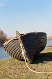 在岸的Fisher小船 免版税库存图片