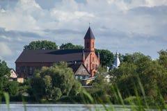 在岸附近的教会 库存图片