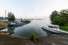 在岸附近被停泊的三艘船 库存照片