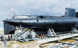 在岸陈列的潜水艇的看法在洛里昂,布里坦尼早先世界大战2德国水下基地  免版税库存图片