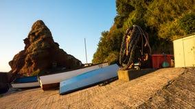 在岸, Dawlish,德文郡,英国的小船 免版税库存照片