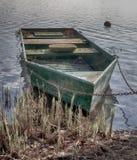 在岸HDR的老小船 图库摄影