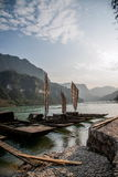 在峡谷河galleon的夷陵长江三峡Dengying空白 图库摄影