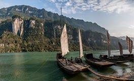 在峡谷河galleon的夷陵长江三峡Dengying空白 免版税图库摄影