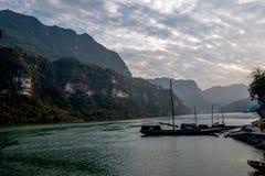在峡谷河galleon的夷陵长江三峡Dengying空白 库存图片