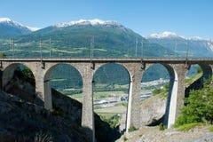 在峡谷的铁路桥 免版税库存图片