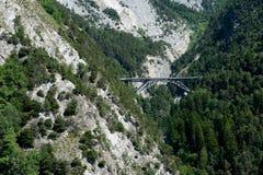 在峡谷的铁路桥 库存图片