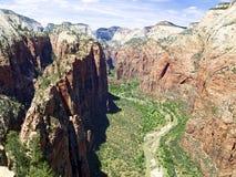在峡谷着陆zion上面的天使 图库摄影