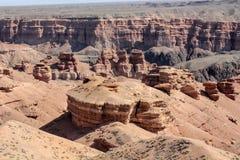 在峡谷Charym的石柱子 免版税图库摄影
