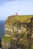 在峭壁的中世纪塔 库存图片