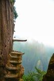 在峭壁的步是非常危险的,画廊roadï ¼ Œviaduct 库存图片