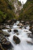 在峭壁的瀑布 库存照片