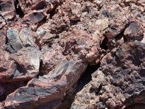 在峭壁的火山岩 希腊santorini 库存图片