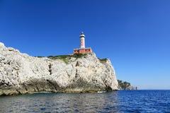 在峭壁的灯塔, Capri海岛(意大利) 库存照片