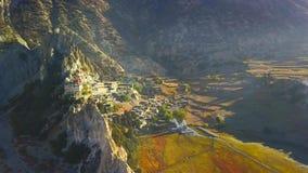 在峰顶在喜马拉雅山范围,尼泊尔上的日出 股票录像