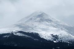 在峰顶1的剧烈的冬天风暴在落矶山Frisco,科罗拉多 库存图片