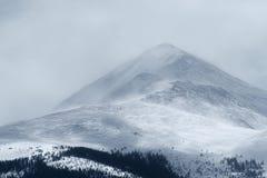 在峰顶1的剧烈的冬天风暴在落矶山Frisco,科罗拉多 库存照片