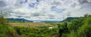 在崇公Arn Ma,泰国柬埔寨过境的新赌博娱乐场大厦(称Ses过境在柬埔寨)相对于U 免版税库存照片