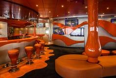 在巡航划线员Splendida的酒吧内部 液体迪斯科舞厅 库存照片