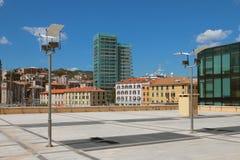 在巡航口岸附近的城市 意大利savona 库存照片