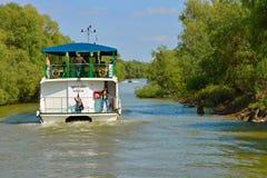 在巡航小船的假日 免版税库存照片