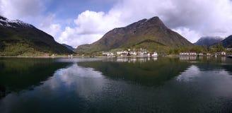 在巡航的船端起- Alesund,挪威 免版税图库摄影