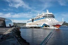 在巡航码头68的AIDAsol在特隆赫姆,挪威 免版税库存照片