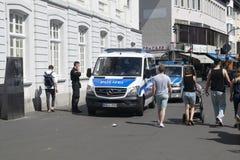 在巡逻的德国警察 免版税库存图片