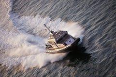 在巡逻的水警艇 免版税库存照片
