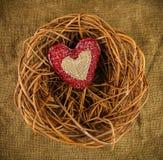 在巢的一手工制造心脏 免版税图库摄影