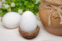 在巢的复活节彩蛋 库存图片