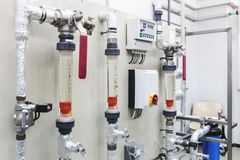 在工业制药的控制板设备 库存照片