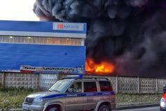 在工业区的火 免版税图库摄影