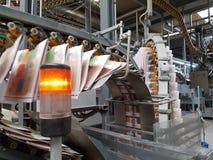 在工业印刷机打印的报纸 库存照片