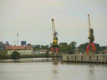在工业港口的起重机 免版税库存照片
