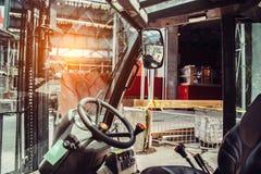 在工业站点建筑工作的机械 免版税图库摄影