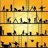 在工作传染媒介的建筑工人剪影 免版税库存照片