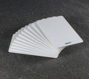 在工作台面的RFID白色卡片 库存照片