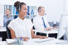 在工作期间的电话推销员 免版税图库摄影
