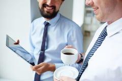 在工作期间的茶点 库存照片