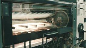 在工作的专业打印机在测谎器产业 股票视频