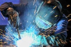 在工作的焊工 库存照片