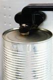 在工作的电开罐头用具 库存照片